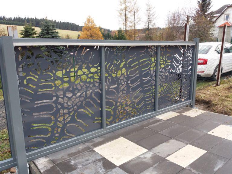vjezdová brána, designová brána, design z hliníku, hliníkové ploty