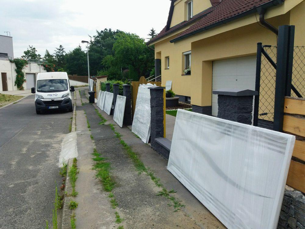 montáž plotu z hliníku